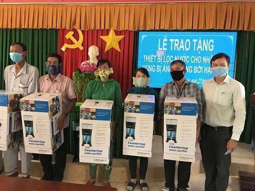23.3.2020 TRAO TANG THIET BI LOC NUOC CHO NGUOI DAN (1).jpg